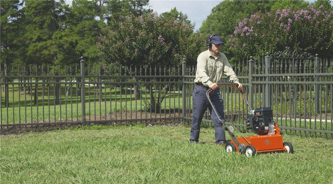 Διαχείριση των ξερών χόρτων στο γκαζόν